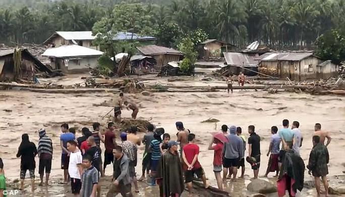 Đang cột thuyền chống bão Tembin, người đàn ông bị cá sấu ăn thịt - Ảnh 3.