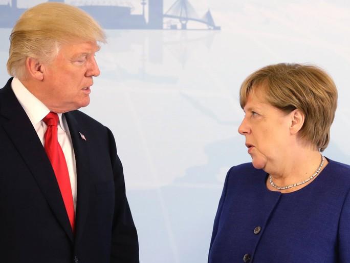 Tổng thống Donald Trump đã bắt tay bà Merkel - Ảnh 4.