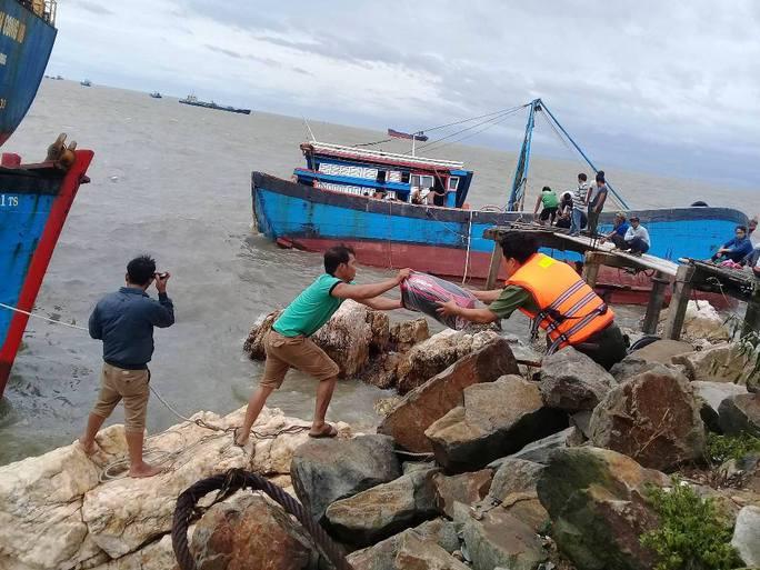 Bão số 2: Tan hoang ở cảng Hòn La sau bão đi qua - Ảnh 4.