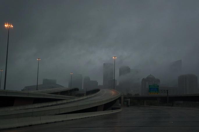 Mỹ: Bức ảnh gây sốc trong bão Harvey - Ảnh 9.