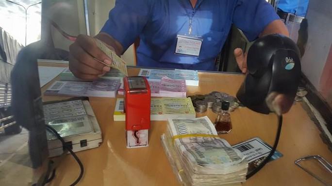 3 ngày liên tiếp tài xế dùng tiền lẻ ở BOT Biên Hòa - Ảnh 5.