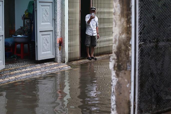 TP HCM mênh mông nước sau cơn mưa lớn - Ảnh 9.