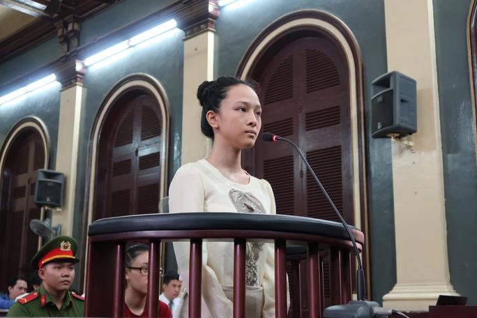 Hoa hậu Phương Nga dùng quyền im lặng tại tòa - Ảnh 1.