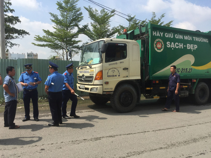 TP HCM: Nhiều xe quá tải lưu thông trên đường phố - Ảnh 1.