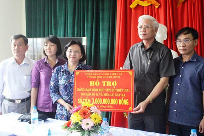TP HCM trao hơn 7 tỉ đồng đến người dân vùng bão - Ảnh 1.