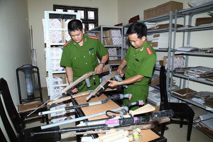 Báo động tình trạng mua bán vũ khí trên mạng - Ảnh 1.
