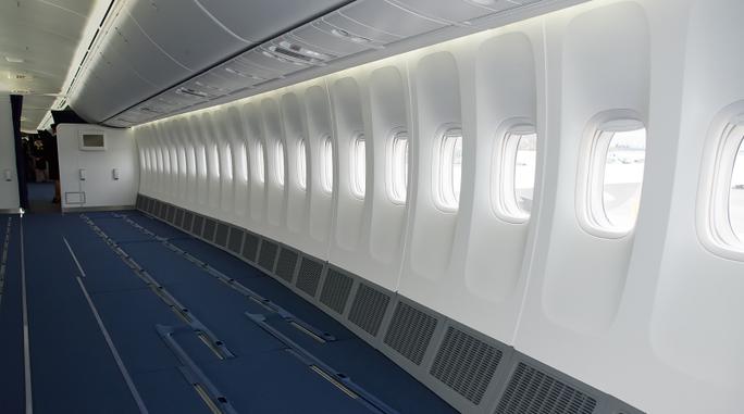 Hãng hàng không dỡ hết ghế, cho khách... bay đứng? - Ảnh 1.
