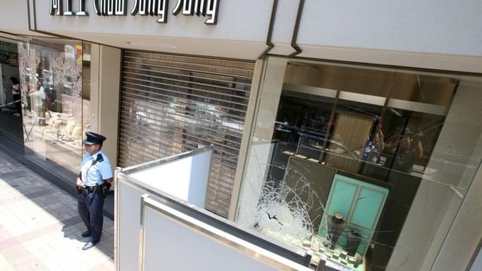 Hồng Kông: Cướp thần tốc 3,2 triệu USD trang sức trong 10 giây - Ảnh 1.