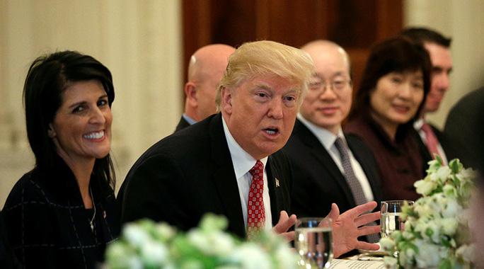 Tổng thống Trump hôm 24-4 kêu gọi Liên Hiệp Quốc trừng phạt Triều Tiên nặng hơn. Ảnh: Reuters