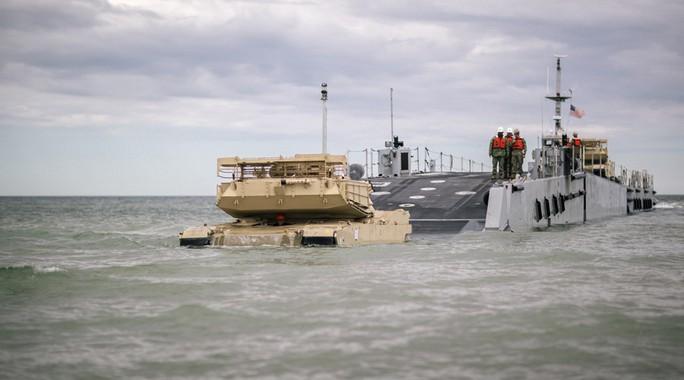 Cận cảnh NATO tập trận rầm rộ sát biên giới Nga - Ảnh 1.