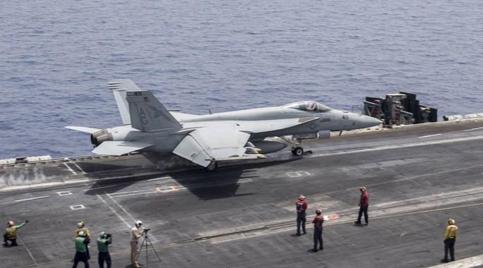 Máy bay Iran tiếp cận nguy hiểm với chiến đấu cơ Mỹ - Ảnh 1.
