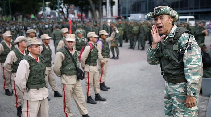 Bị Mỹ đe dọa, Venezuela tập trận rầm rộ - Ảnh 2.