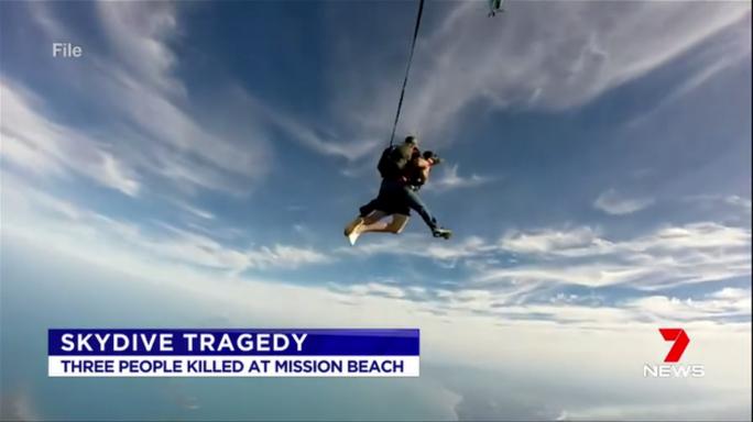 Va chạm trên không, 3 người nhảy dù thiệt mạng - Ảnh 1.