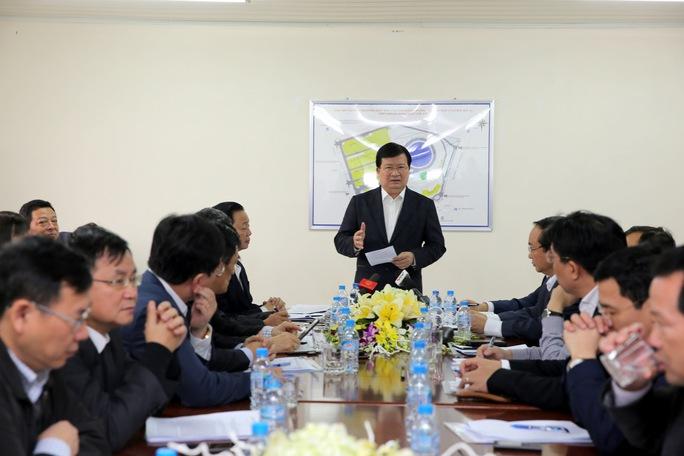 Phó Thủ tướng Trịnh Đình Dũng chỉ đạo tại buổi làm việc