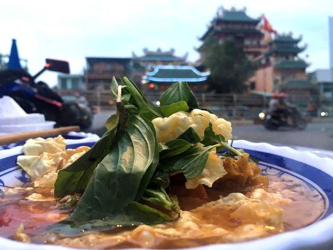 Thực phẩm chay là loại thực phẩm có đối tượng khách đặc trưng và cố định. Ngày Tết, nhiều Phật tử muốn cho sạch bụng nên chọn ăn chay.