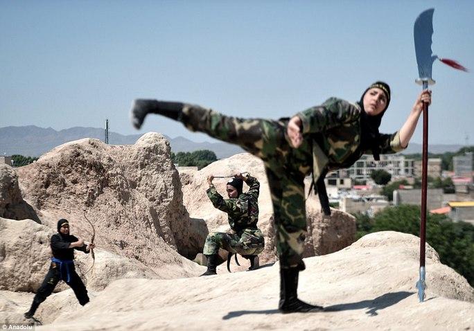 Iran: Đào tạo 4.000 nữ ninja trong sa mạc - Ảnh 6.