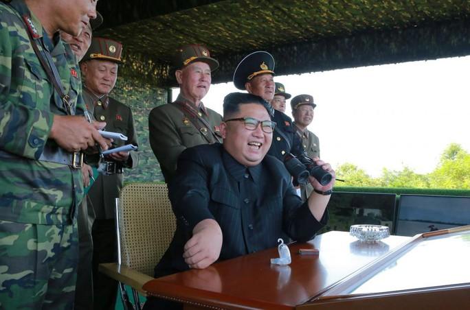 Cận cảnh Triều Tiên tập trận tấn công đảo Hàn Quốc - Ảnh 7.