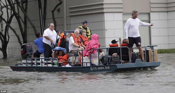 Mỹ xả đập cứu lũ cho Houston - Ảnh 10.