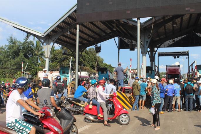 Trạm BOT Biên Hòa thông thoáng sau nhiều giờ tê liệt - Ảnh 5.