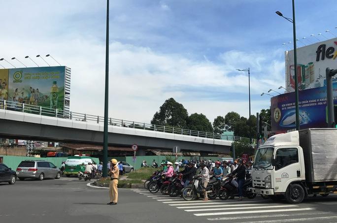 Hỗn loạn trên đường Phạm Văn Đồng - Ảnh 6.