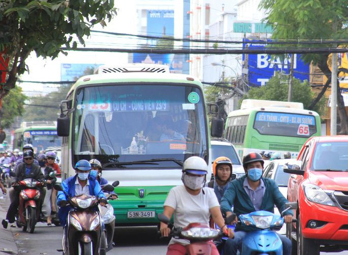 Hai tuyến xe buýt số 13 và 65 trùng nhau ở cự ly rất dài làm lãng phí ngân sách