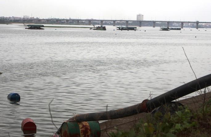 Việc hút cát trên sông Đà Rằng được tiến hành từ tháng 10-2016 nhưng đến 20-3-2017 mới có báo cáo đánh giá tác động môi trường