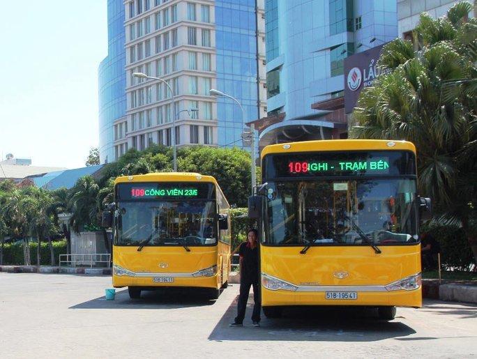 Vẫn tranh luận về buýt nhanh ở TP HCM - Ảnh 1.