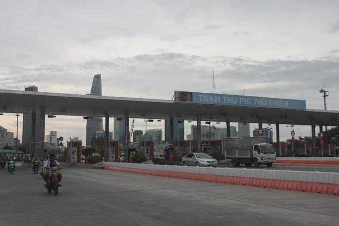 Trạm thu phí qua sông Sài Gòn: Đáng ra phải tháo dỡ sớm hơn! - Ảnh 1.