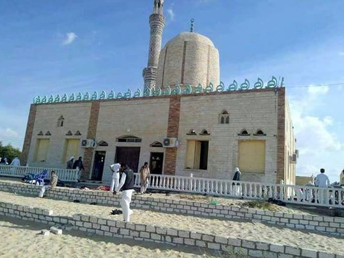 Thảm sát kinh hoàng tại đền thờ Hồi giáo, 235 người thiệt mạng - Ảnh 1.