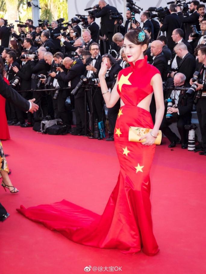 Nữ diễn viên xin lỗi vì diện đầm quốc kỳ tại Cannes - Ảnh 2.