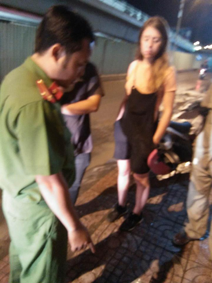 Giúp bạn, nữ du khách nước ngoài mất xe máy - Ảnh 1.