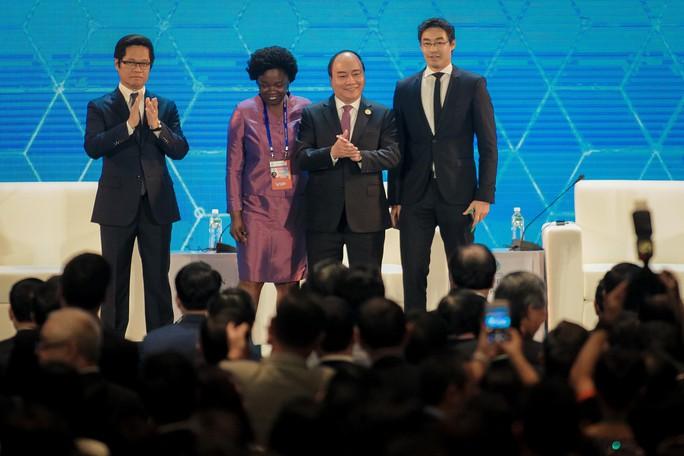APEC 2017: Thủ tướng trao đổi với lãnh đạo doanh nghiệp - Ảnh 2.