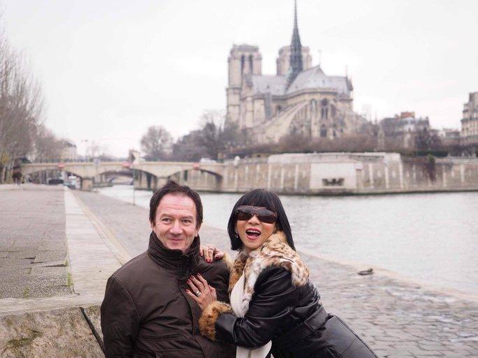 ca sĩ Lệ Thu Nguyễn và chồng tại Pháp