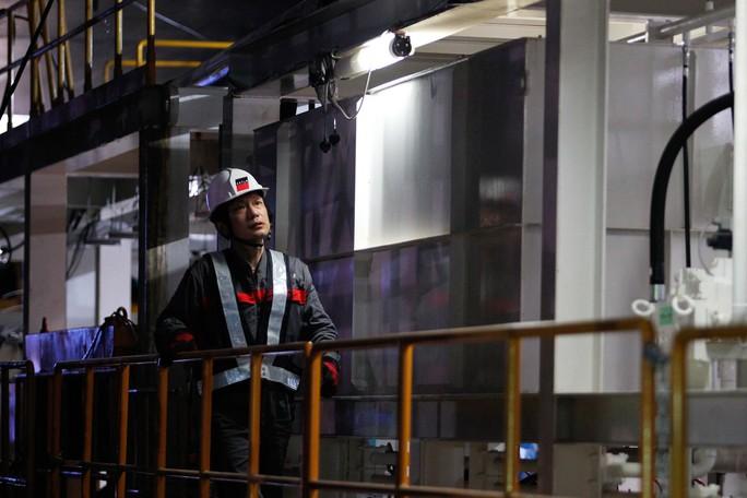 Cận cảnh robot khủng khoan hầm metro số 1 - Ảnh 8.