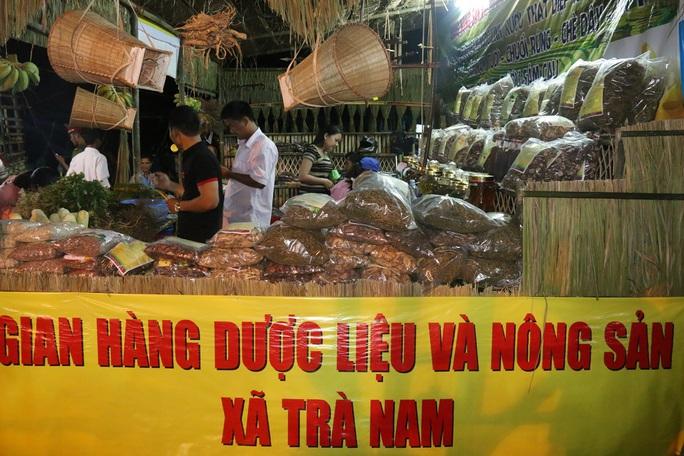 Bán được củ sâm giá 120 triệu đồng tại lễ hội sâm Ngọc Linh - Ảnh 10.