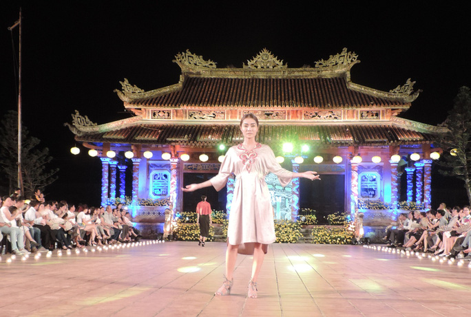 Ấn tượng thời trang tại Đêm lụa Phương Đông huyền ảo          - Ảnh 8.