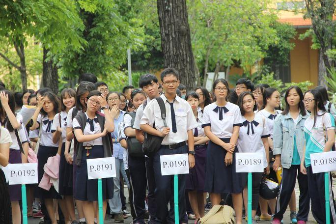 866.000 thí sinh làm thủ tục dự tại 2.300 điểm thi - Ảnh 1.