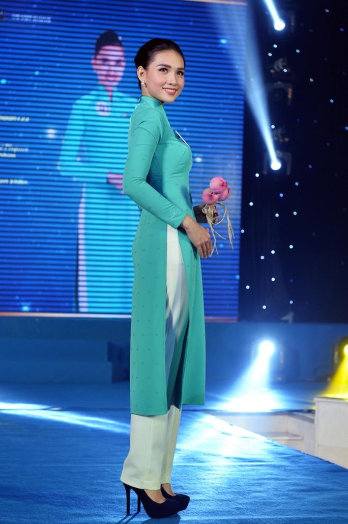 Tiếp viên Vietnam Airlines catwalk cực chuẩn trong cuộc thi tài sắc - Ảnh 9.