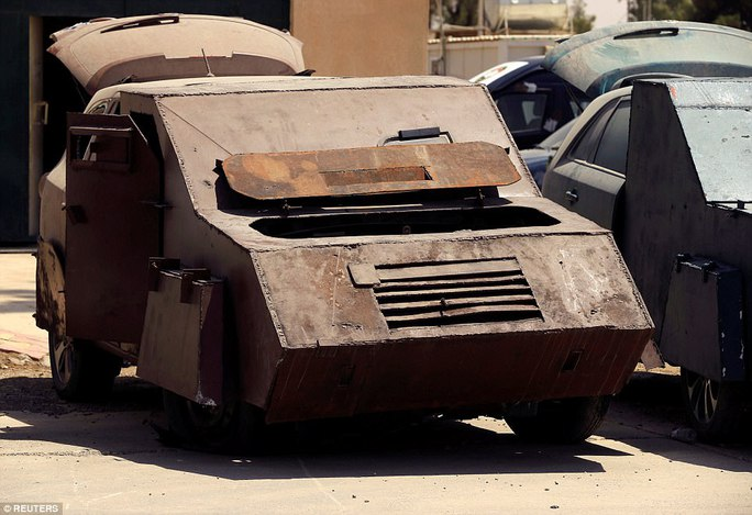 """Iraq: Tham quan """"nghĩa địa"""" xe đánh bom tự sát của IS - Ảnh 5."""