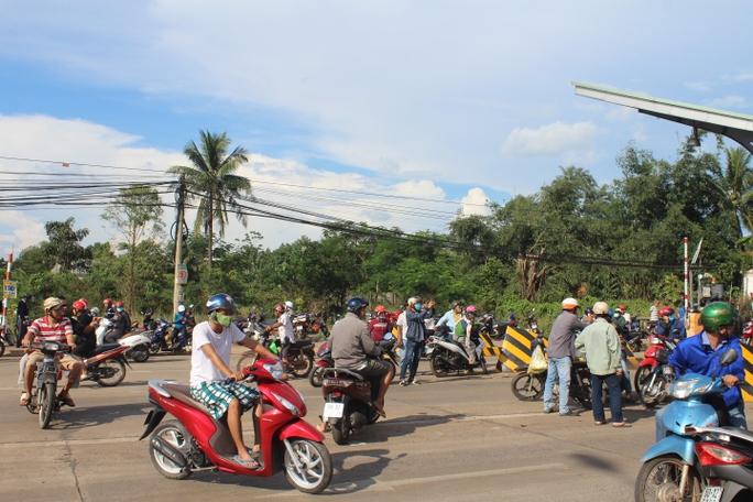 Trạm BOT Biên Hòa thông thoáng sau nhiều giờ tê liệt - Ảnh 4.
