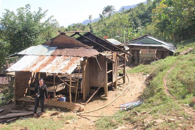 Video: Đau đớn, xót xa cảnh tìm nạn nhân sạt lở núi - Ảnh 8.