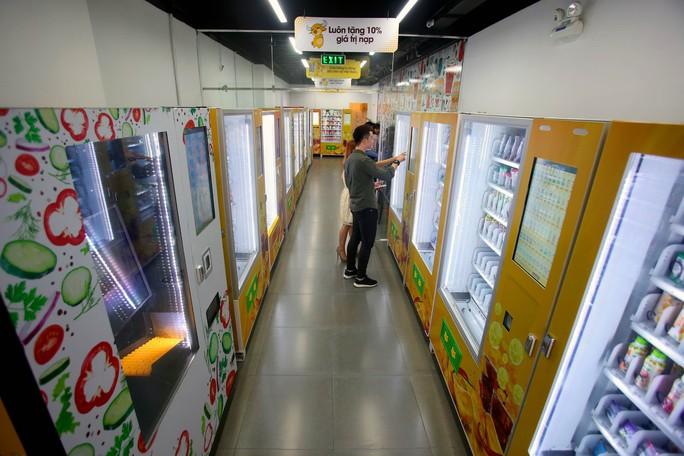 Lần đầu tiên TP HCM có cửa hàng tiện lợi không người bán - Ảnh 4.