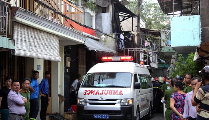 Cận cảnh vụ cháy, 3 mẹ con tử vong - Ảnh 5.
