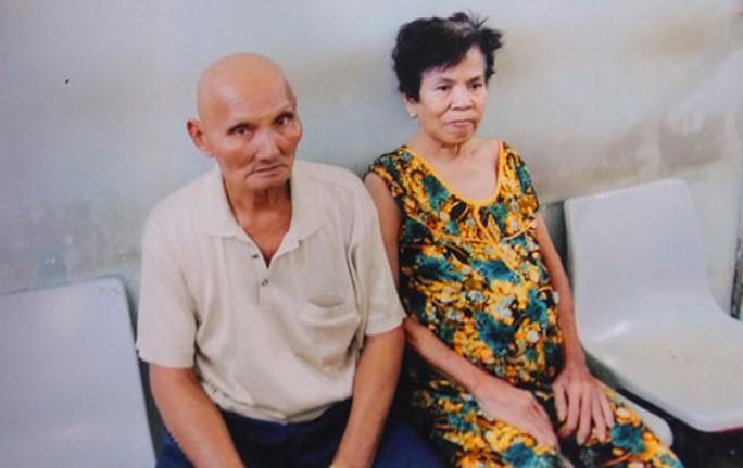Ông Bé và bà Liên đang điều trị tại Bệnh viện Ung bướu TP HCM
