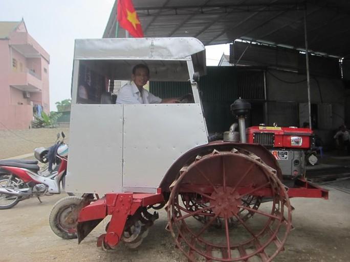 Chiếc máy cày bừa đa năng do anh Sỹ chế tạo