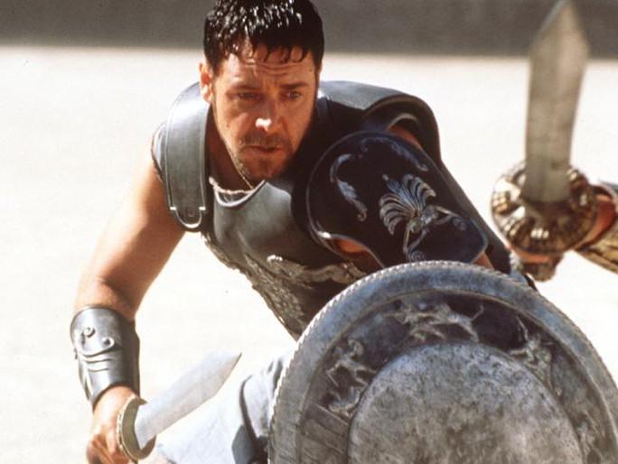 Sau khi ra tay, Di Lello đăng tải bức ảnh Maximus Decimus Meridius - nhân vật chính trong phim Gladiator. Ảnh: News