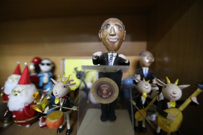 Tạo hình từ vỏ quả trứng của ông rất đa dạng như hổ, voi, tê giác... nhân vật nổi tiếng như Tổng thống Obama, Bill Gates, Psy nhảy Gangnam style, vua hề Charlie ...