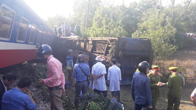 Vụ tai nạn khiến đầu tàu bị văng khỏi đường ray