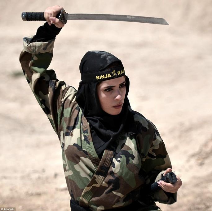 Iran: Đào tạo 4.000 nữ ninja trong sa mạc - Ảnh 2.