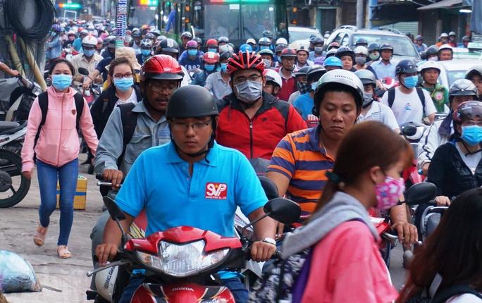 Hỗn loạn trên đường Phạm Văn Đồng - Ảnh 7.